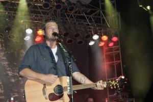County music star Blake Shelton entertains Fort Meade